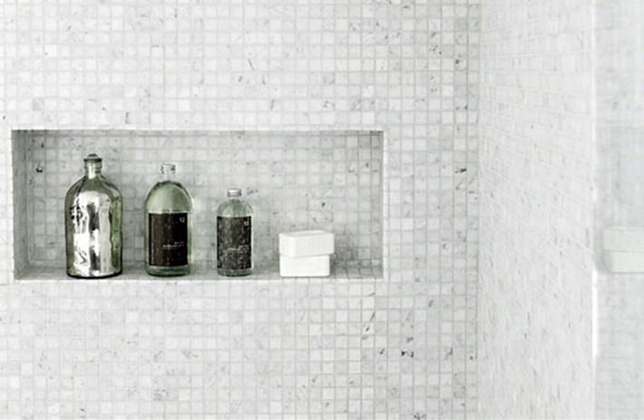 Innfelt hylle i dusjen